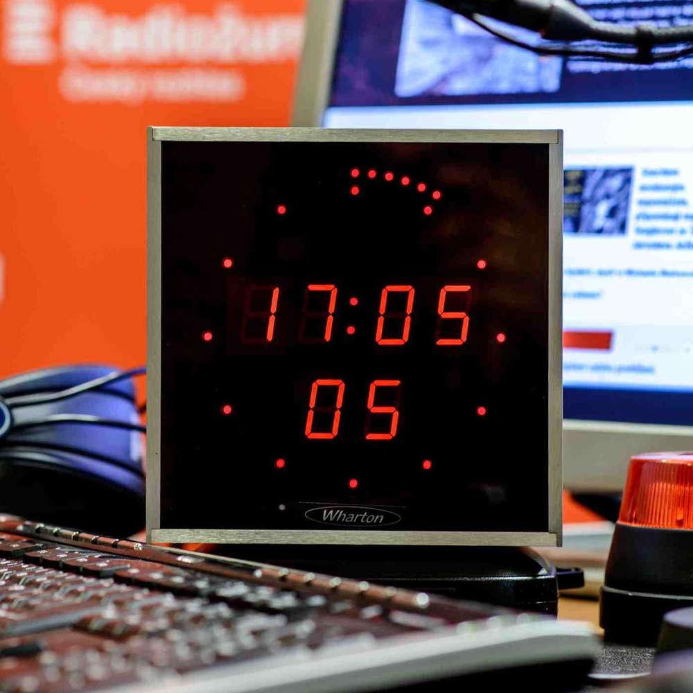 Dvacet minut Radiožurnálu - Ivan Pilný: Připojení k internetu by se mělo stát utilitou. Jako voda nebo elektřina