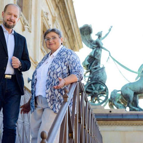 Poklady národního divadla: Busty v chodbách a kuloárech ND. Připravili archivářka ND Marie Hradecká a moderátor Václav Žmolík.