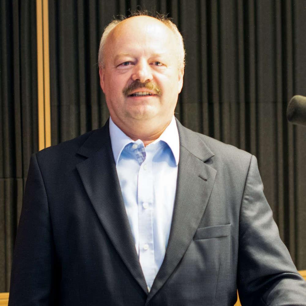 Pavel Macko - Techniku za miliardy nebude mať kto obsluhovať (Braňo  Závodský Naživo) 91d05ffa271