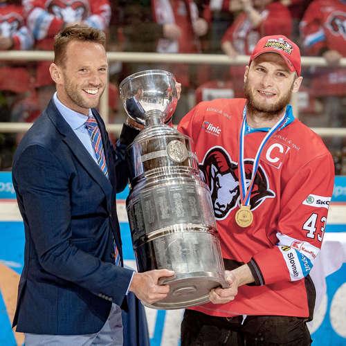 Bohatá Banská Bystrica má opäť hokejový titul, fanúšikovia sú vyspelejší
