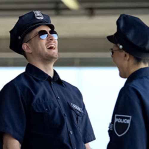 POLICAJTI ma VYSMIALI - S3E8