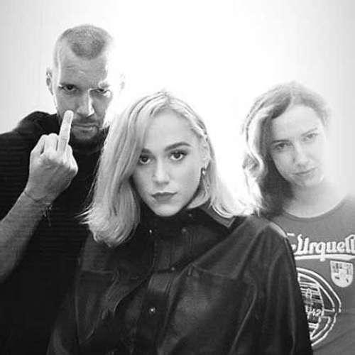 Emma Drobná predstavila singel Demons a porazila Miša v hoaxovom kvíze