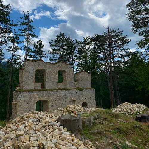 Blatnický hrad a miesto, kde bol natočený prvý slovenský hraný film (Výlety po Slovensku s One2We)