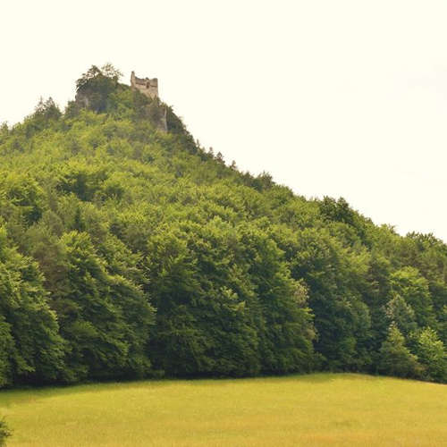 Ktorému hradu vládnu duchovia? A kde sa nachádza Kamenný mních?