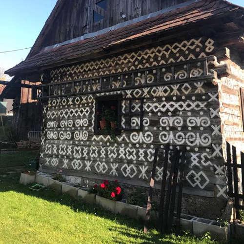 Prečo sú na domoch v Čičmanoch biele ornamenty a ktorému vrcholu sa hovorí slovenský Matterhorn?