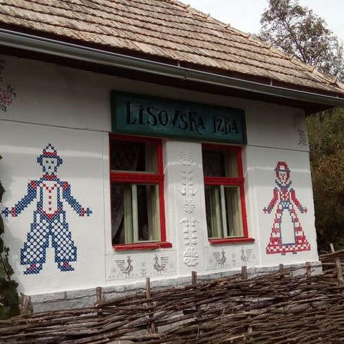 V obci Lišov nájdete masku, vďaka ktorej môže žena otehotnieť