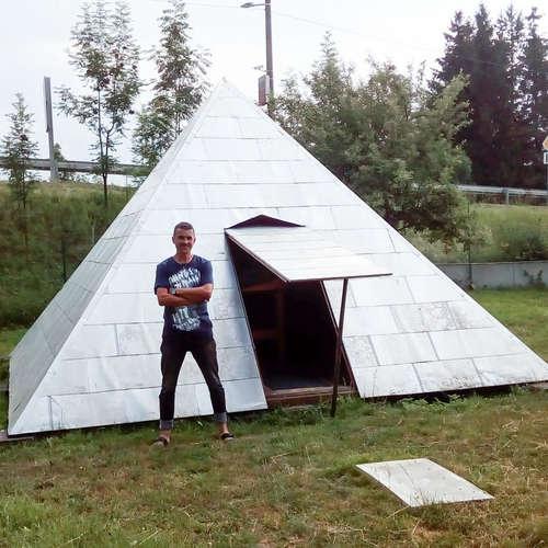 Jaroslav Fábry je slovenský faraón - na záhrade si postavil vlastnú pyramídu